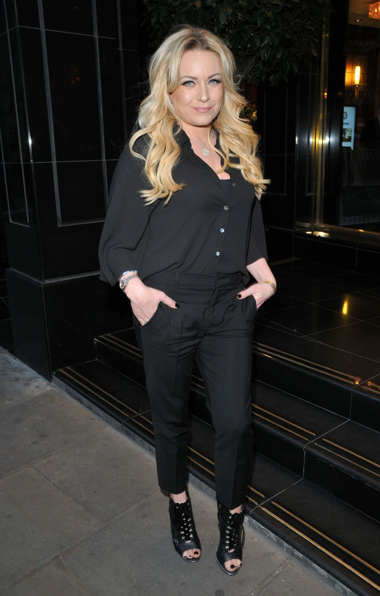 Meias De L Em Tric Receita also Georgia May Foote At Tric Awards At The Grosvenor House Hotel additionally Contemporain Potelet Ext Rieur likewise Rita Simons Boxing With The Stars London furthermore Paloma Faith At Lorraine Show In London. on tric