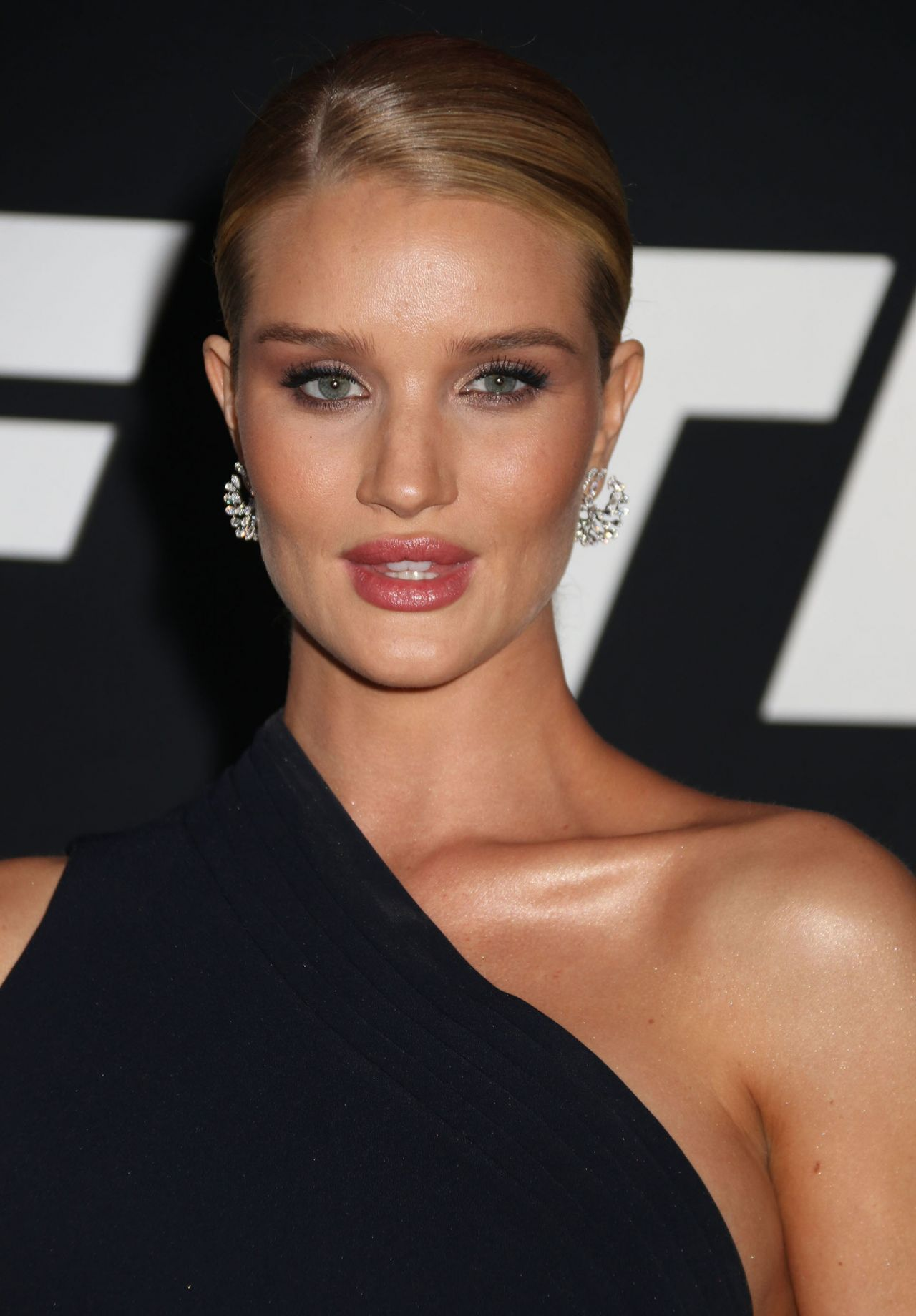 """Rosie Huntington-Whiteley – """"Fate of the Furious"""" Pemiere ... Rosie Huntington Whiteley"""