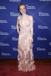 """Sarah Mezzanotte on Red Carpet - """"Six Degrees of Separation"""" Opening Night in New York 04/25/2017"""