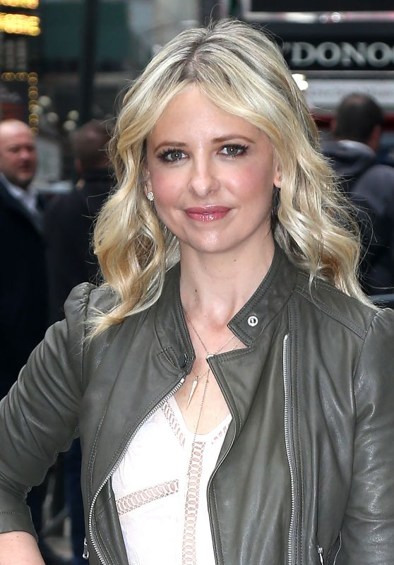 Sarah Michelle Gellar Cute Outfit - at