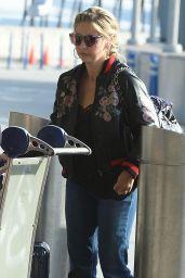 Sarah Michelle Gellar Travel Outfit - JFK Airport 5/4/2017