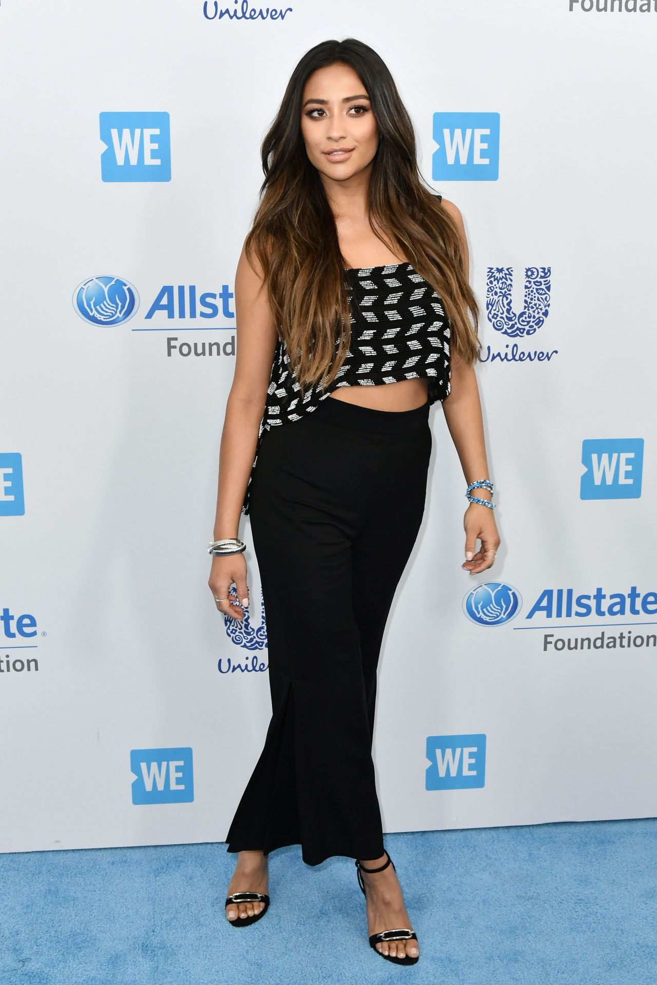 http://celebmafia.com/wp-content/uploads/2017/04/shay-mitchell-at-we-day-california-in-los-angeles-04-27-2017-2.jpg