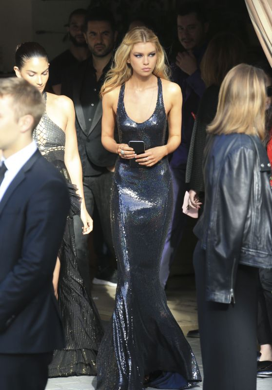 Stella Maxwell – Daily Front Row's Fashion Los Angeles Awards 2017