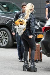 Abigail Breslin Street Outfit - New York City 05/23/2017