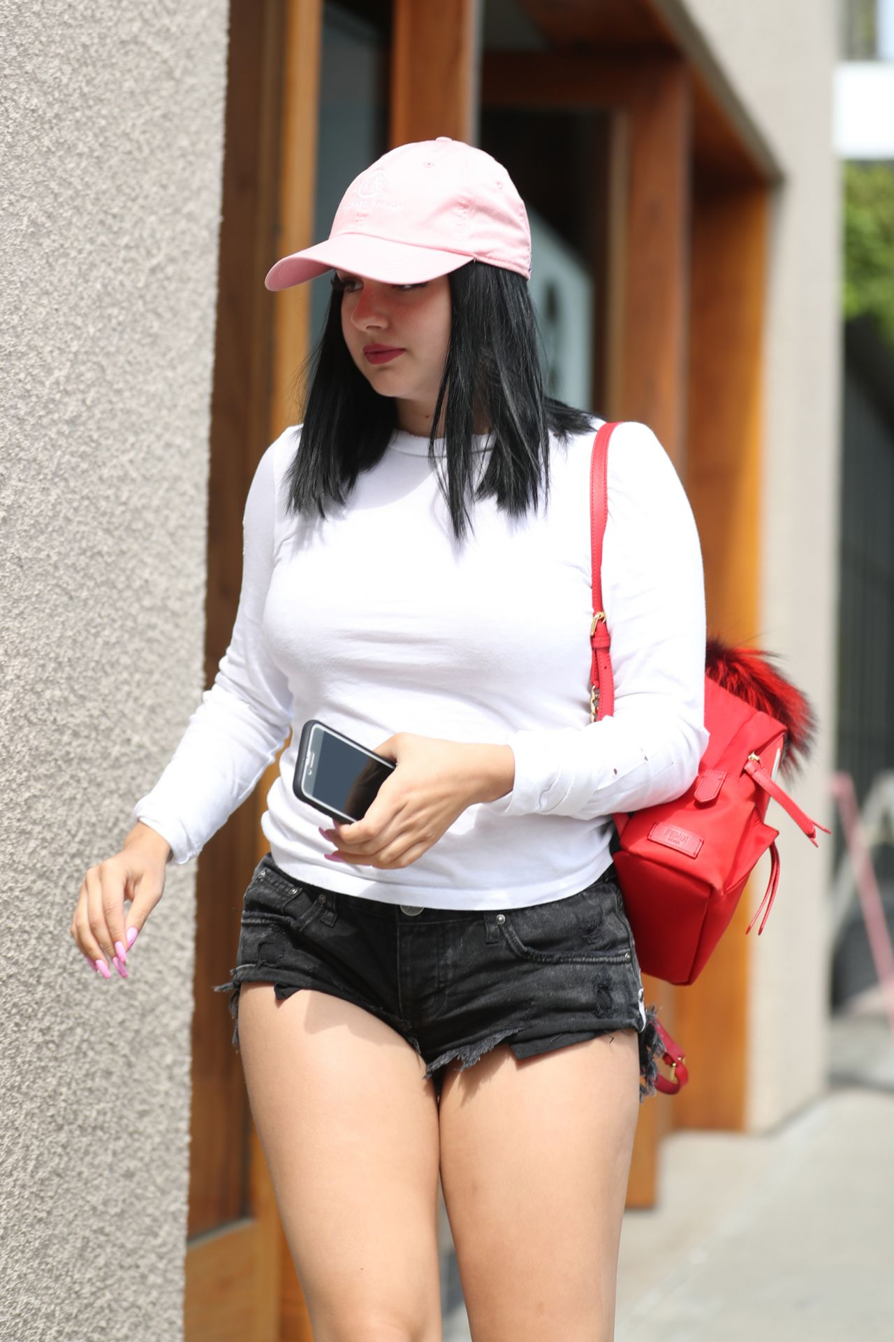 Ariel Winter In Short Shorts Arriving At The 901 Salon On