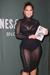 "Ashley Graham - ""A New Model"" Book Signing in New York 05/09/2017"