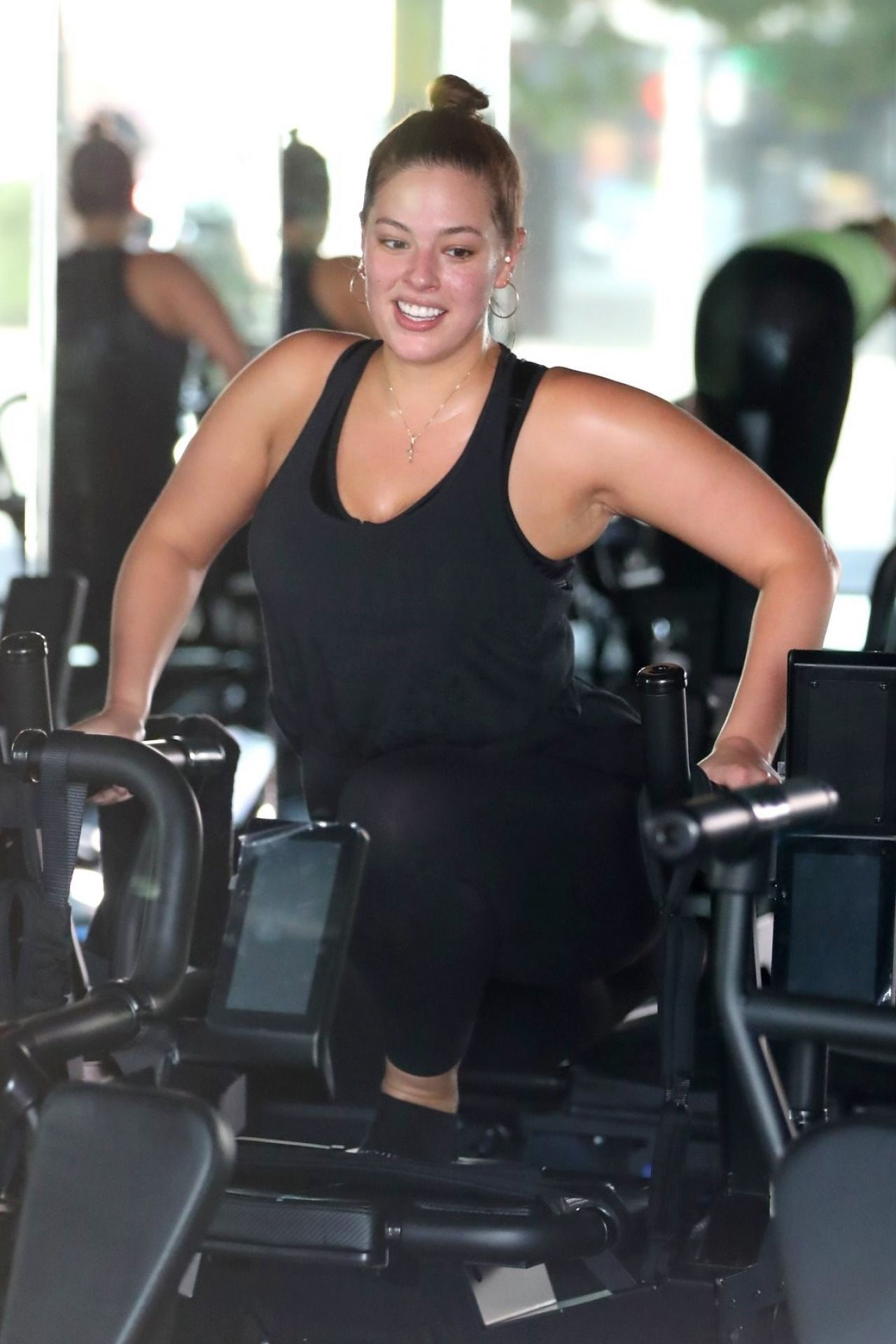 ashley graham gets a sweaty workout in los angeles 05  24  2017