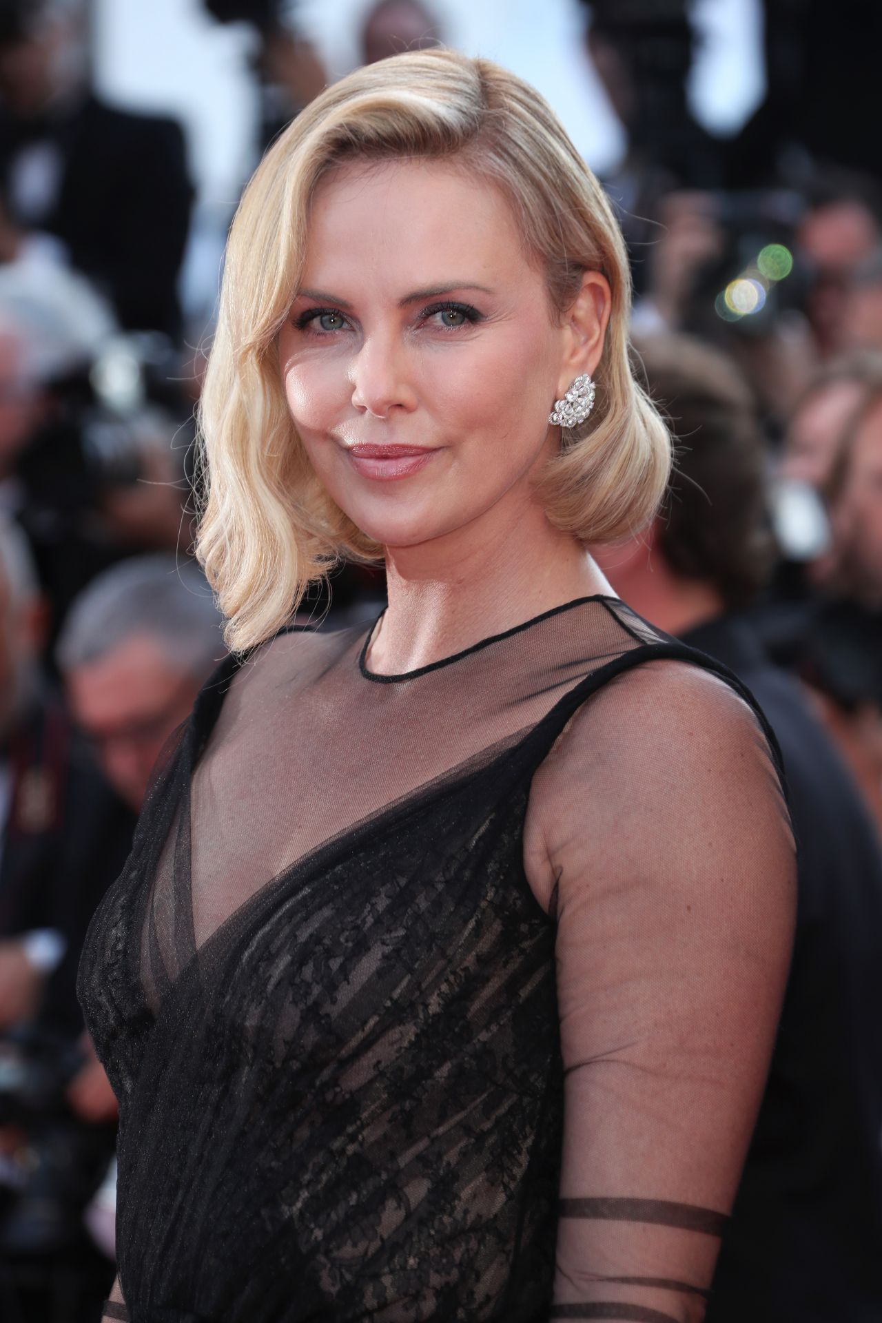 Charlize Theron Style Clothes Outfits And Fashion Celebmafia Over the time it has been ranked as high as 17 299 in the world, while most of its traffic comes from india, where it reached as high as 9 353 position. charlize theron style clothes outfits