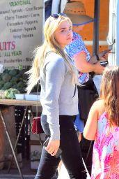 Chloe Moretz With Friends - Studio City Farmers Market 05/21/2017