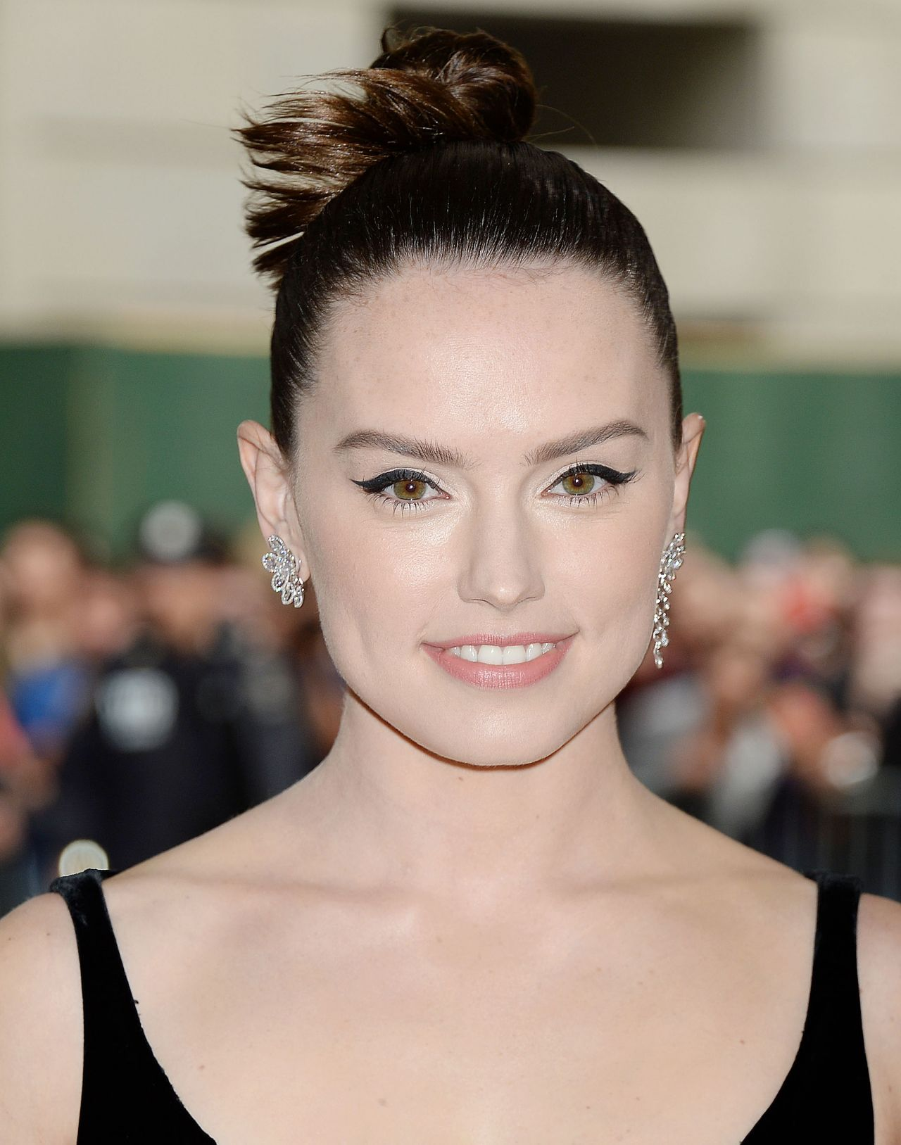 Daisy Ridley At Met Costume Institute Gala In New York 05