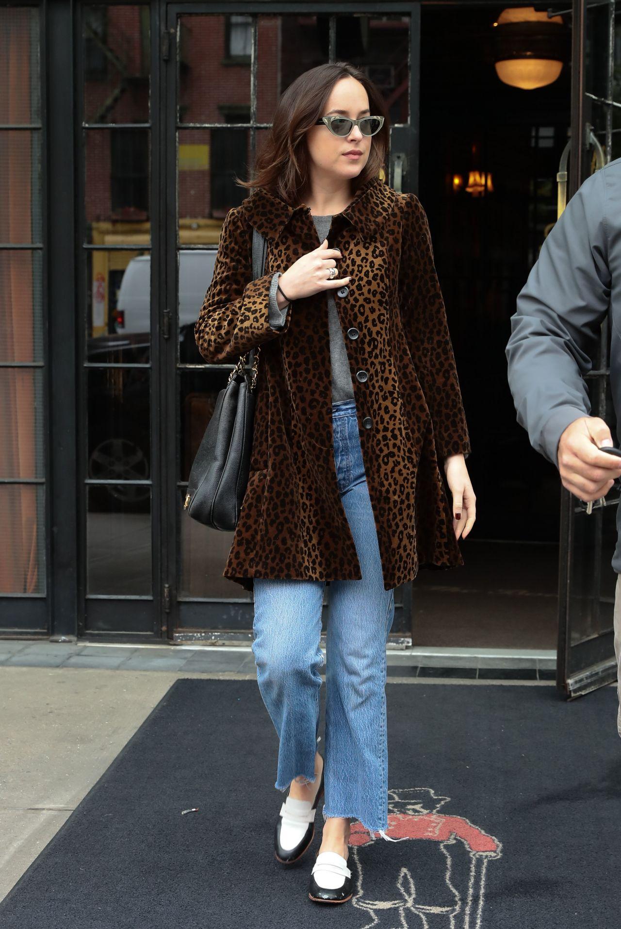 photo Dakota johnson leaving the bowery hotel in nyc