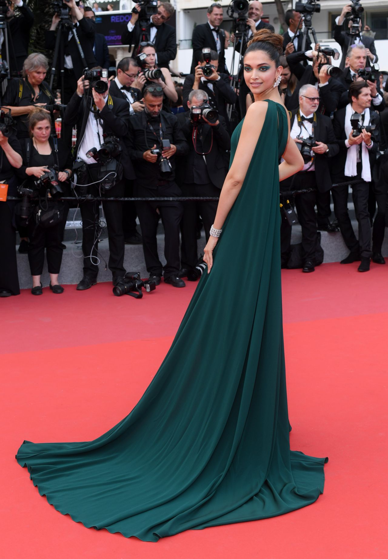 Deepika Padukone Loveless Quot Premiere At Cannes Film