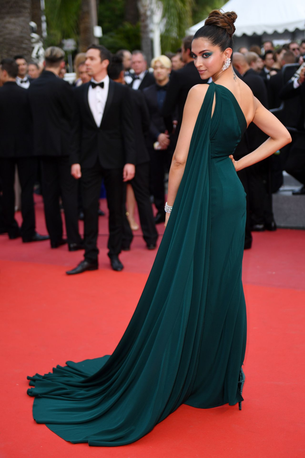 "Cannes 2017 Heidi Klum Continues A Cannes Tradition In: ""Loveless"" Premiere At Cannes Film"