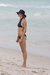 Devon Windsor in Bikini - Enjoys Day at the Beach in Miami 05/25/2017