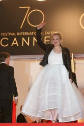"Elisabeth Moss on Red Carpet - ""The Square"" Screening at Cannes Film Festival 05/20/2017"