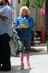 """Elizabeth Banks - """"The Muppets"""" Filming in New York 05/16/2017"""