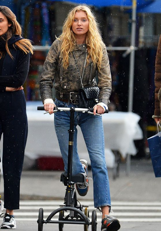Elsa Hosk - Scooting Around NYC With an Apparent Leg Injury 05/08/2017