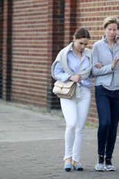 Emilia Clarke Casual Style - Out in London 05/12/2017