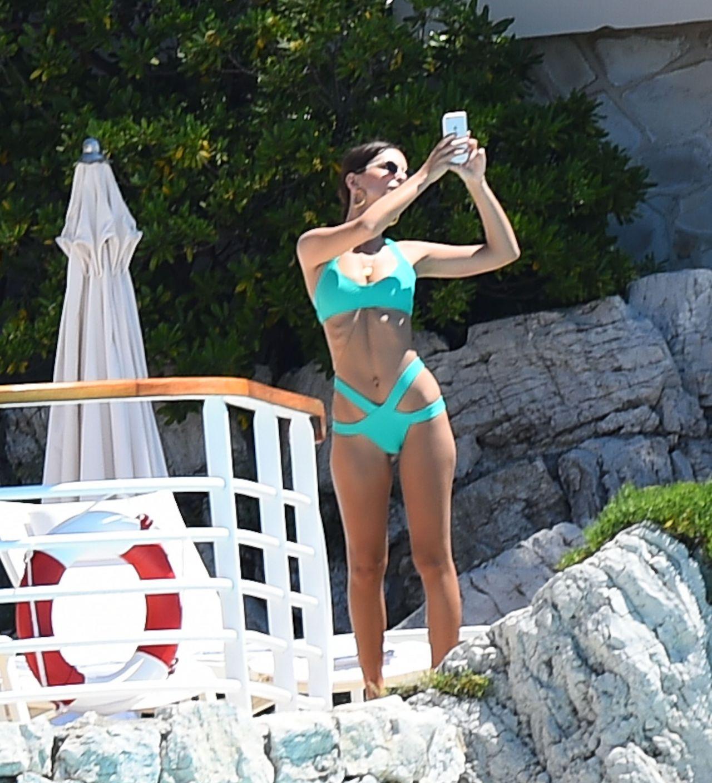 Hotel emily hotel r - Emily Ratajkowski Wearing A Bikini At The Eden Roc Hotel In Cannes 05 17 2017