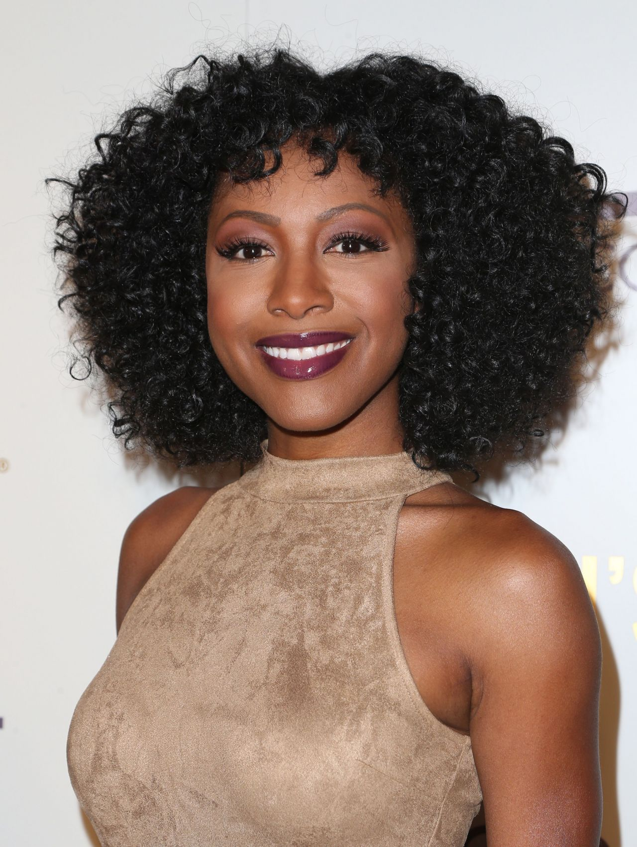 The 36-year old daughter of father (?) and mother(?), 158 cm tall Gabrielle Dennis in 2018 photo