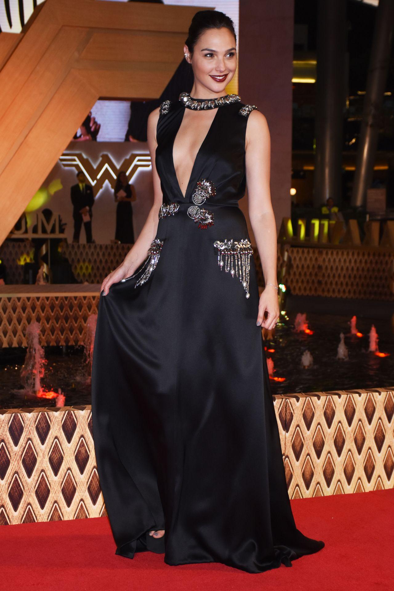 Gal Gadot Quot Wonder Woman Quot Premiere In Mexico City 05 27 2017