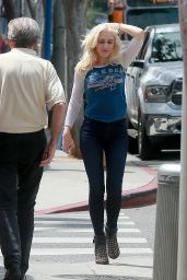Gwen Stefani in Urban Outfit - Has Lunch At Marco