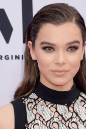 Hailee Steinfeld – Billboard Music Awards in Las Vegas 05/21/2017