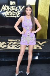 Hailee Steinfeld – MTV Movie and TV Awards in Los Angeles 05/07/2017