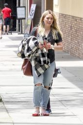 Hilary Duff - Enjoy the Memorial Day at The Counter Burger in Studio City, CA 05/29/2017