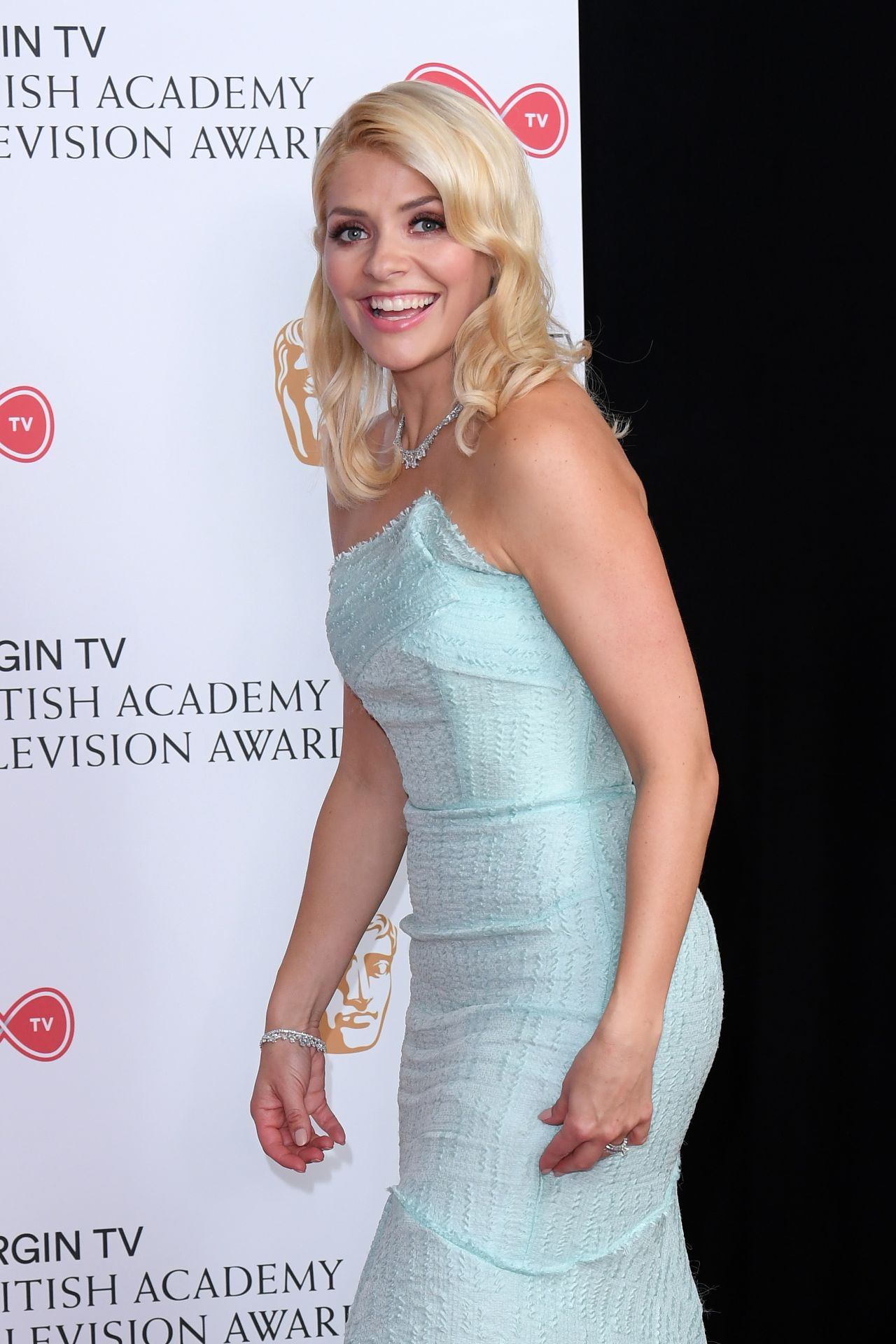 holly willoughby - photo #24