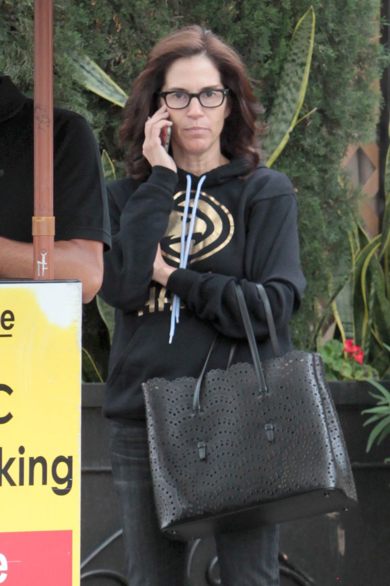 Jami gertz chatting on her phone shopping in beverly hills