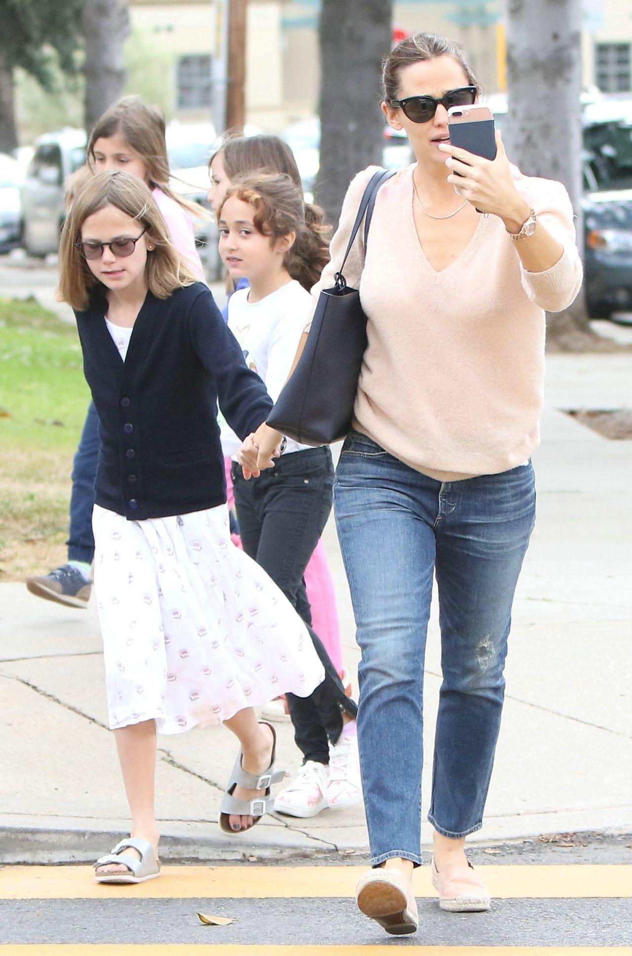 Jennifer Garner and Ben Affleck Take Kids to the Church 05 ...