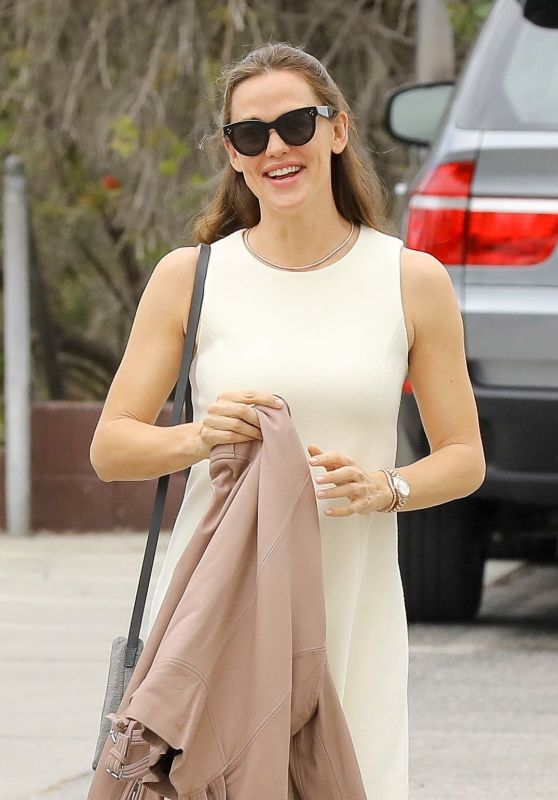 Jennifer Garner Fashion Style - Pacific Palisades 05/14/2017