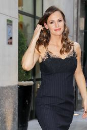 Jennifer Garner - Heading to The Late Show with Stephen Colbert in NYC 05/18/2017