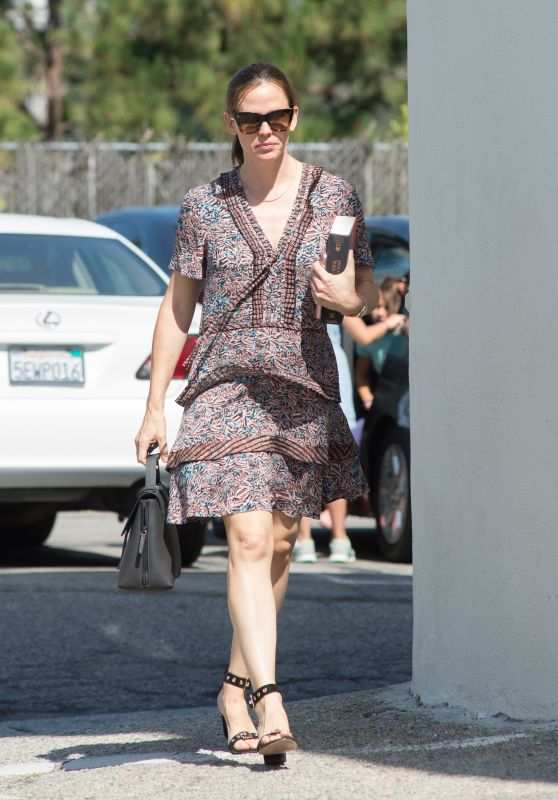 Jennifer Garner - Out in Los Angeles 05/28/2017