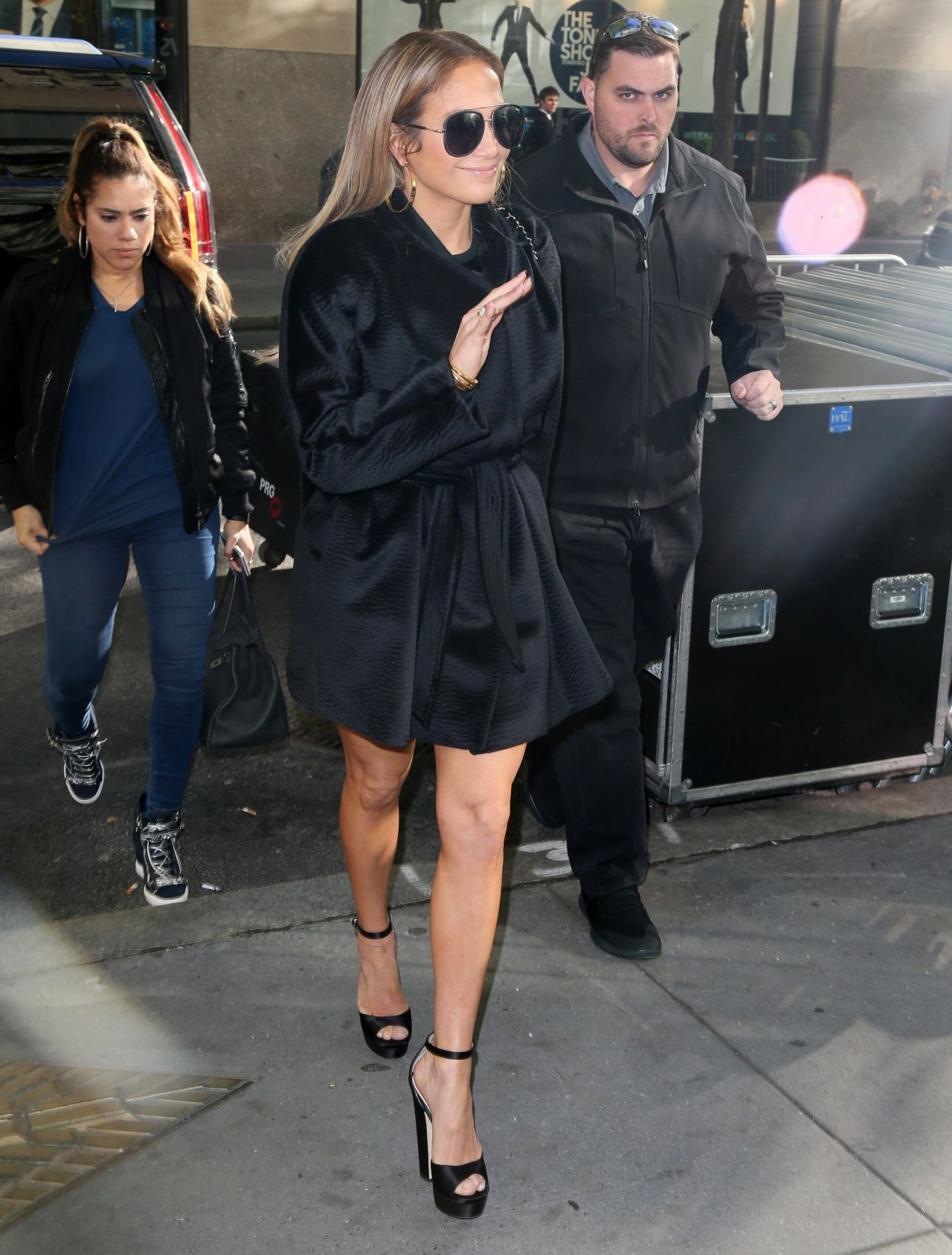 Kylie minogue leaving a building in londons west end advise