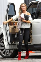 Joanna Krupa - Picking Up Her Dogs From Sam