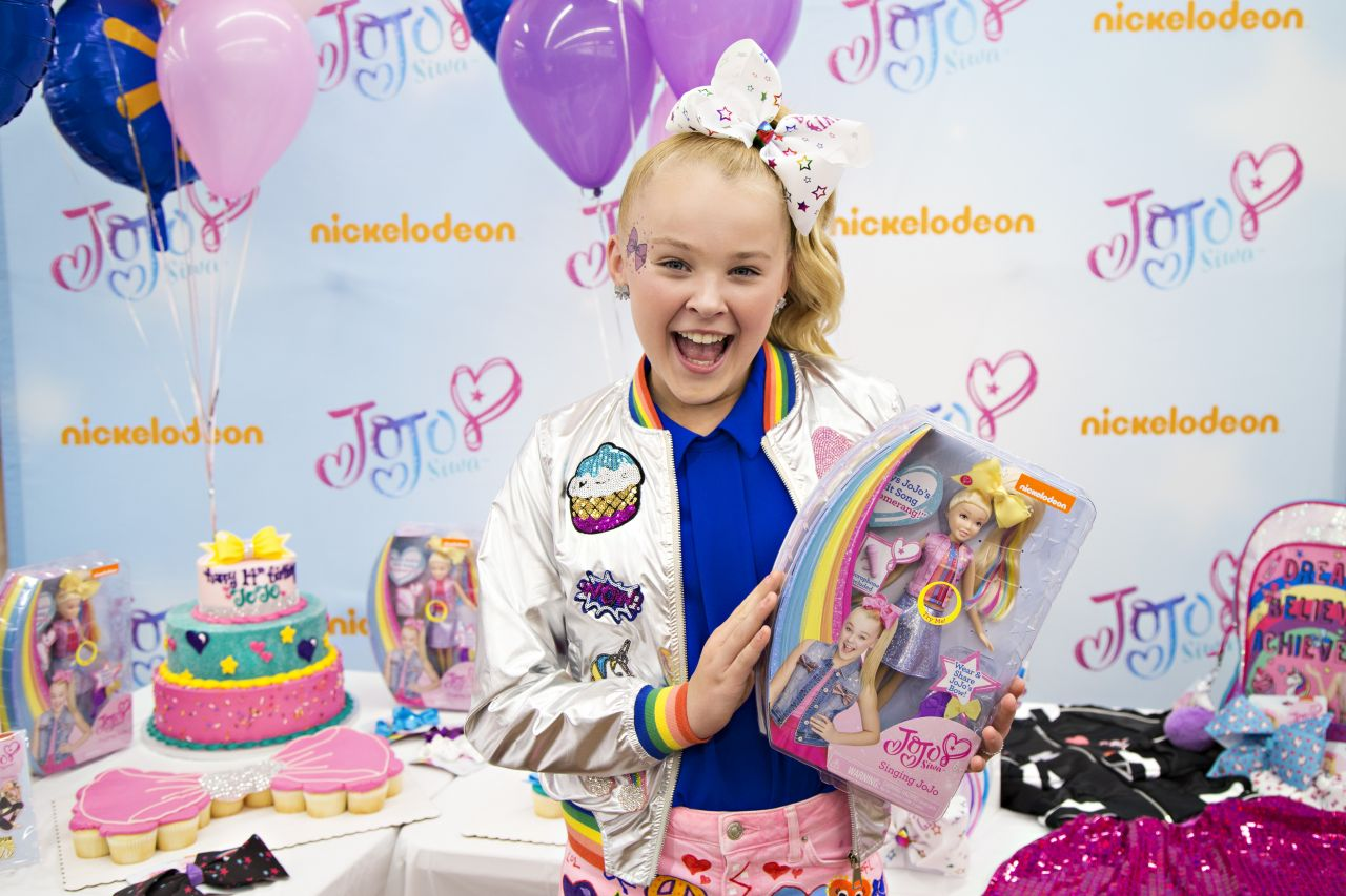 Jojo Siwa Celebrates Her 14th Birthday At Walmart In