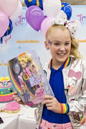 JoJo Siwa - Celebrates Her 14th Birthday at Walmart in Rogers, Arkansas 05/19/2017