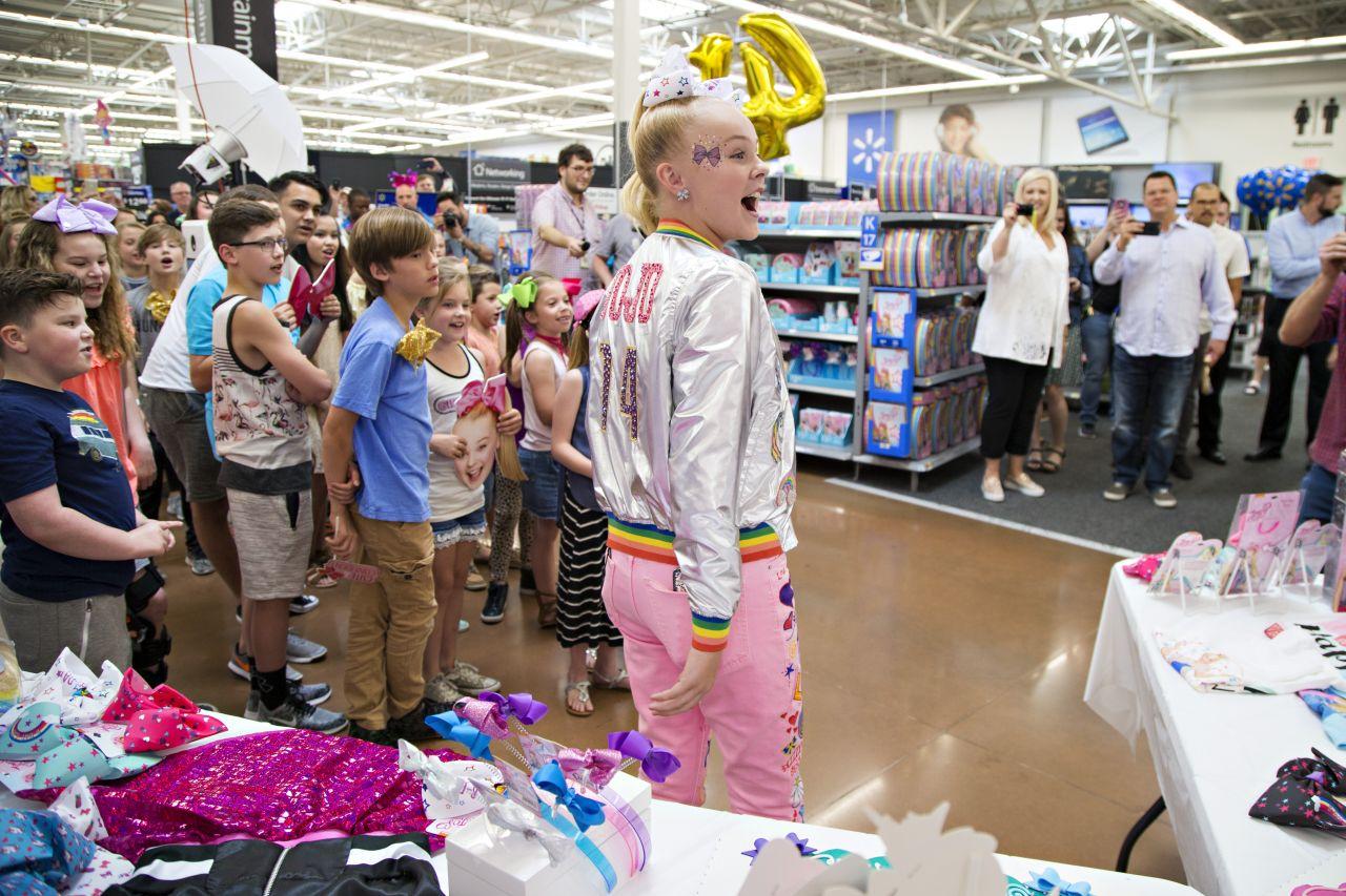 Jojo Siwa Celebrates Her 14th Birthday At Walmart In