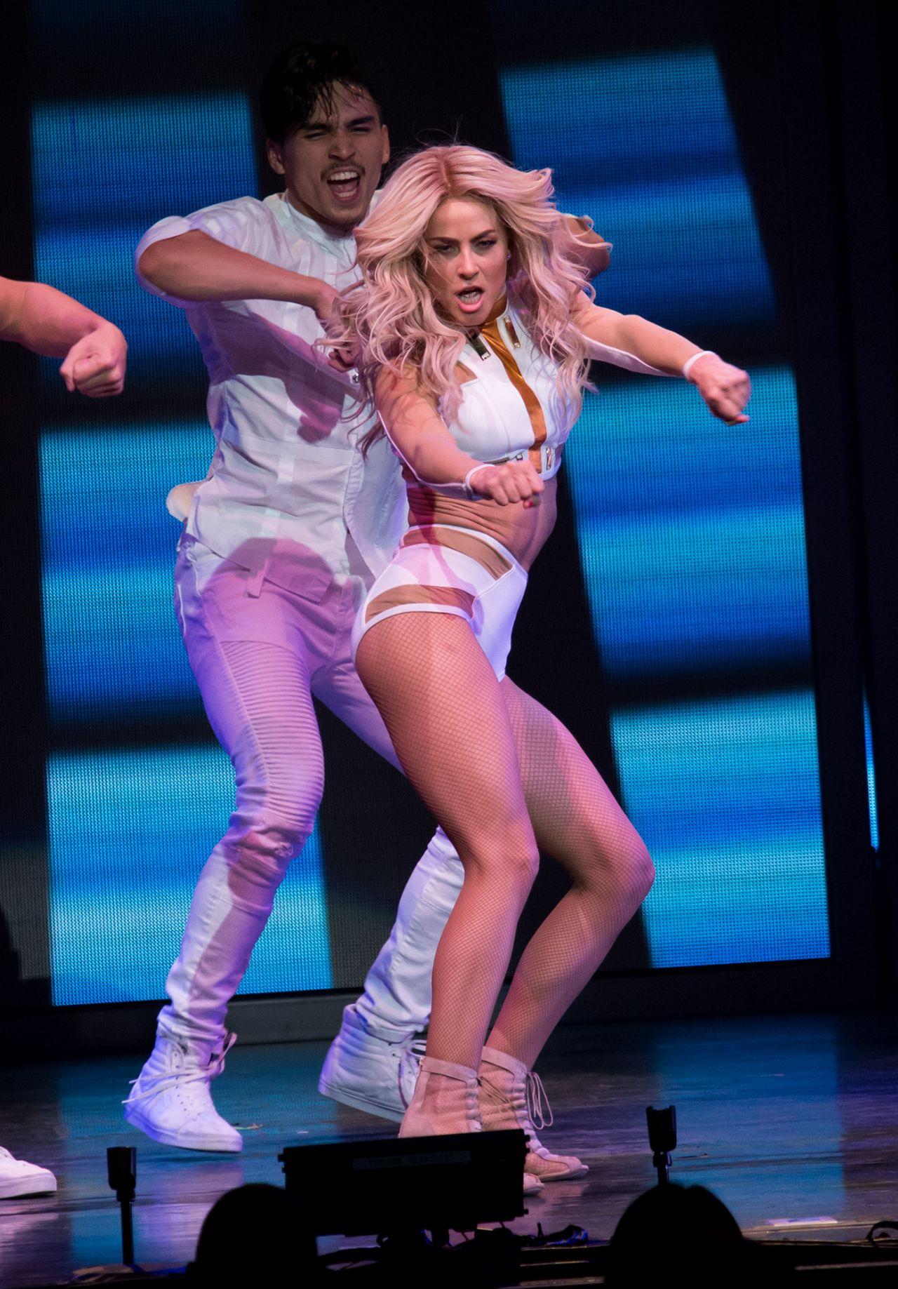 Julianne Hough Performs On Tour In New York 05 06 2017