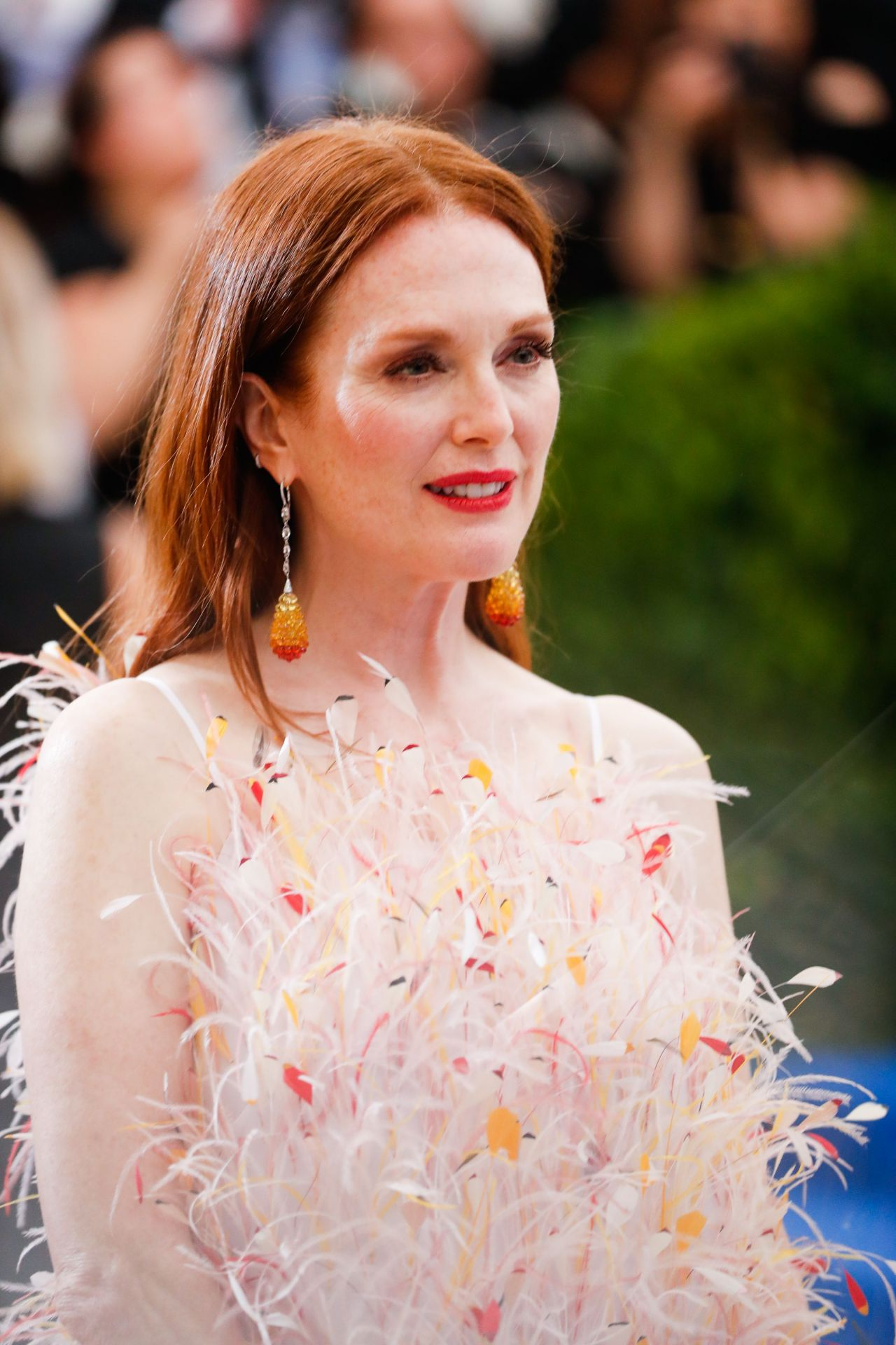 Julianne Moore At Met Gala In New York 05 01 2017