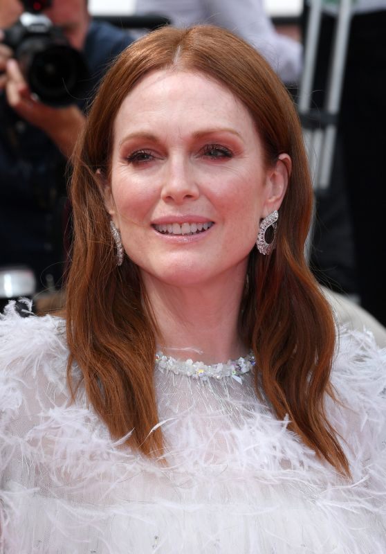 "Julianne Moore – ""Wonderstruck"" Premiere in Cannes 05/18/2017"