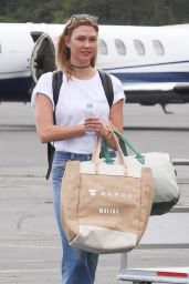 Karlie Kloss - Arrives in the Hamptons for Memorial Day Weekend in NYC 05/26/2017