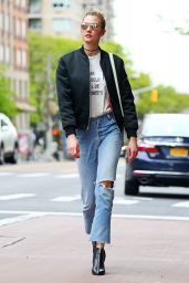 Karlie Kloss Urban Outfit - NYC 05/09/2017