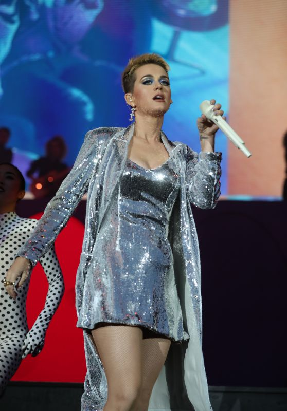 Katy Perry - Performing at Radio 1 Big Weekend in Hull, UK 5/27/2017