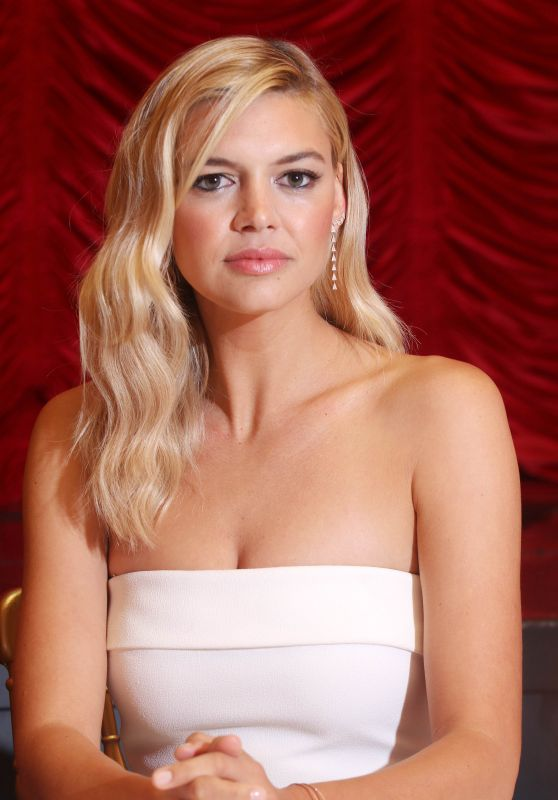 """Kelly Rohrbach - """"Baywatch"""" Press Conference in South Beach Miami 05/14/2017"""