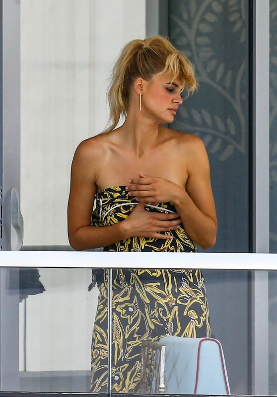 Kelly Rohrbach Candids - at a Hotel Balcony in Miami 05/13/2017