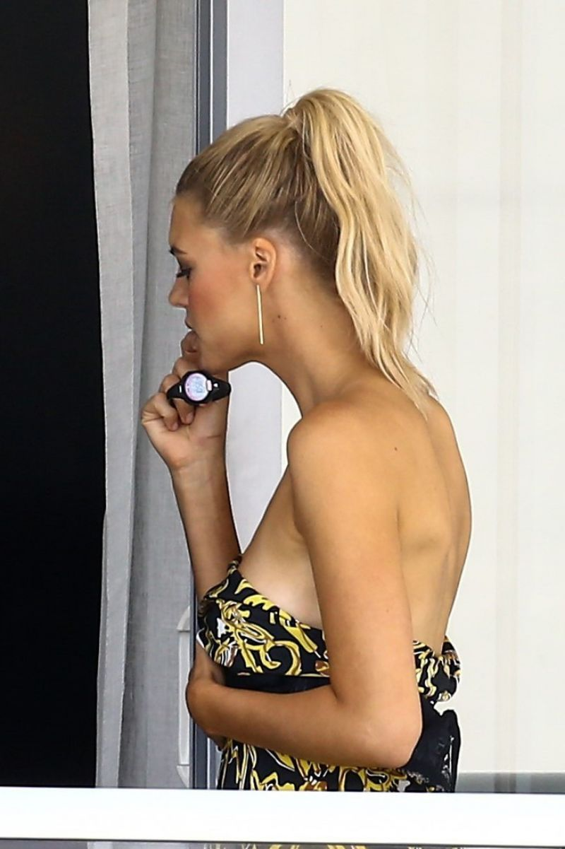 Kelly rohrbach candids at a hotel balcony in miami - 2019 year