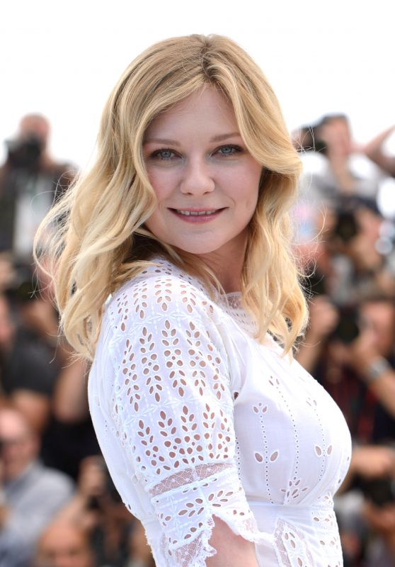 """Kirsten Dunst – """"The Beguiled"""" Photocall at Cannes Film Festival 05/24/2017"""